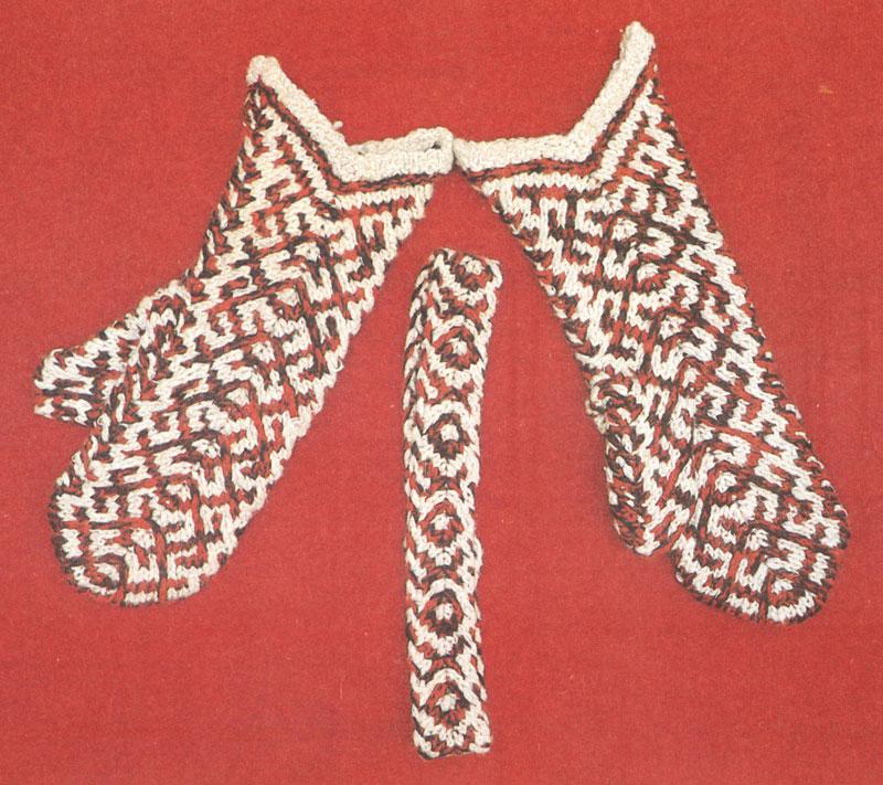 Варежки с народным орнаментом.